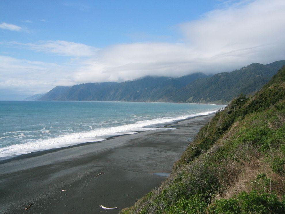 BlackSand04 15 невероятных пляжей с черным песком