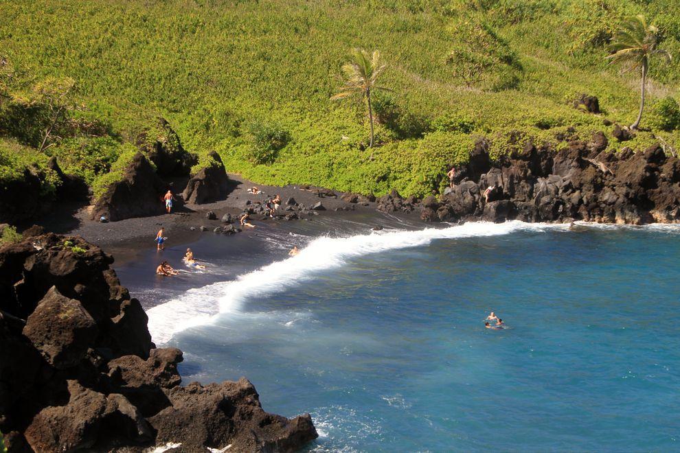 BlackSand08 15 невероятных пляжей с черным песком