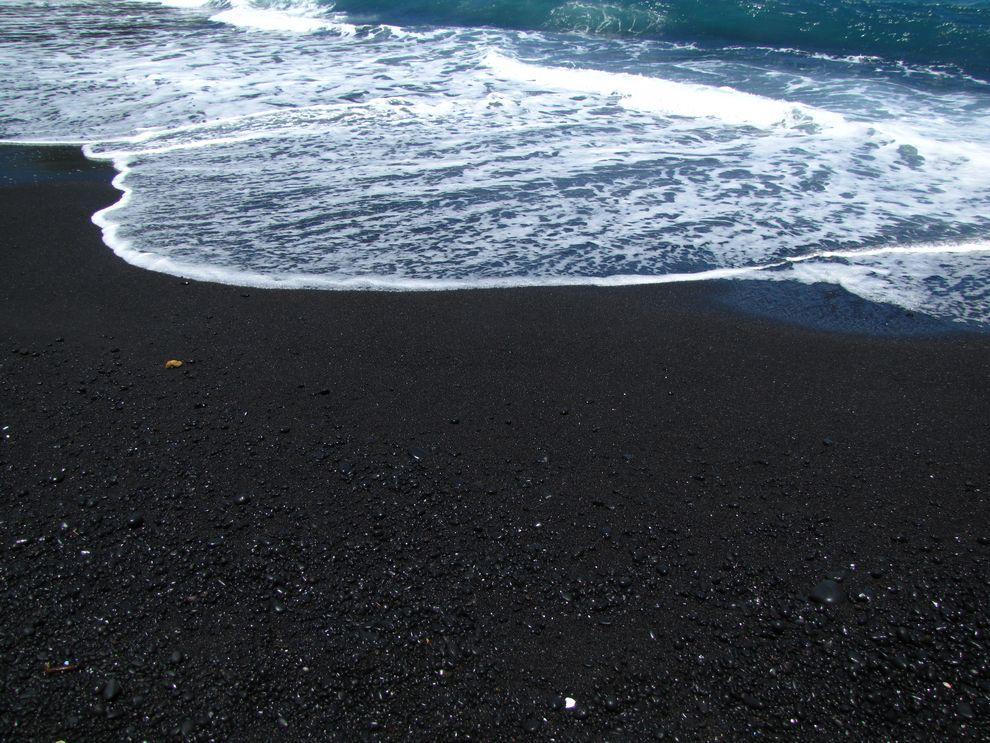 BlackSand09 15 невероятных пляжей с черным песком
