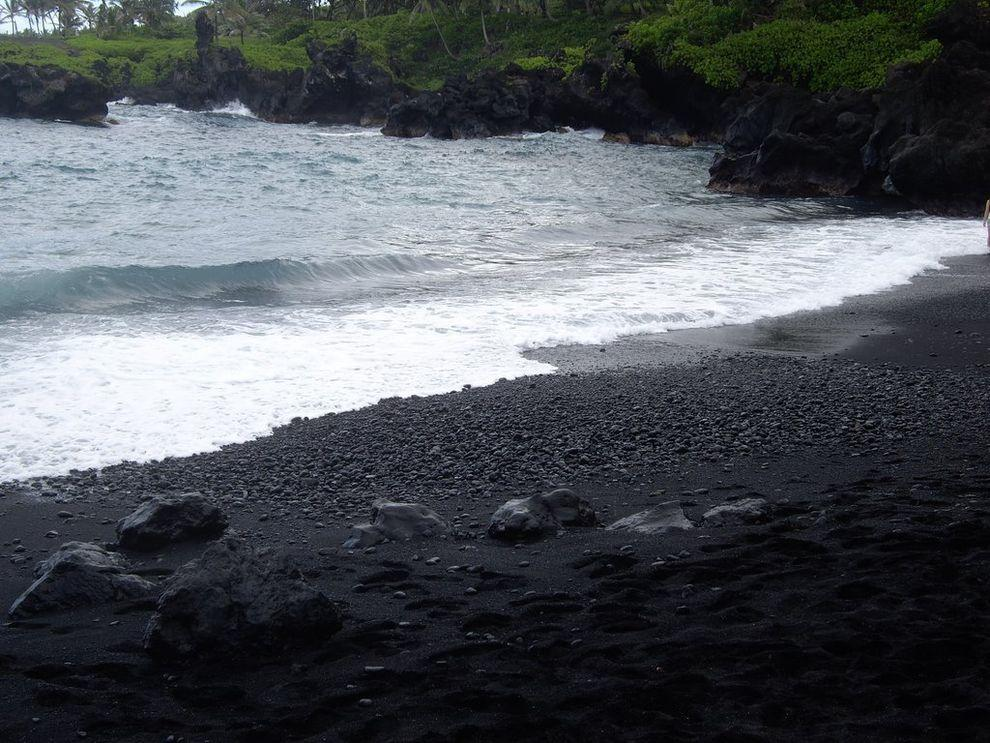 BlackSand11 15 невероятных пляжей с черным песком