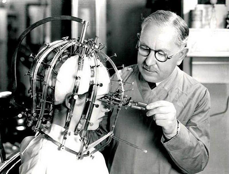 Max Factor measuring tool Особенности процедур красоты столетней давности