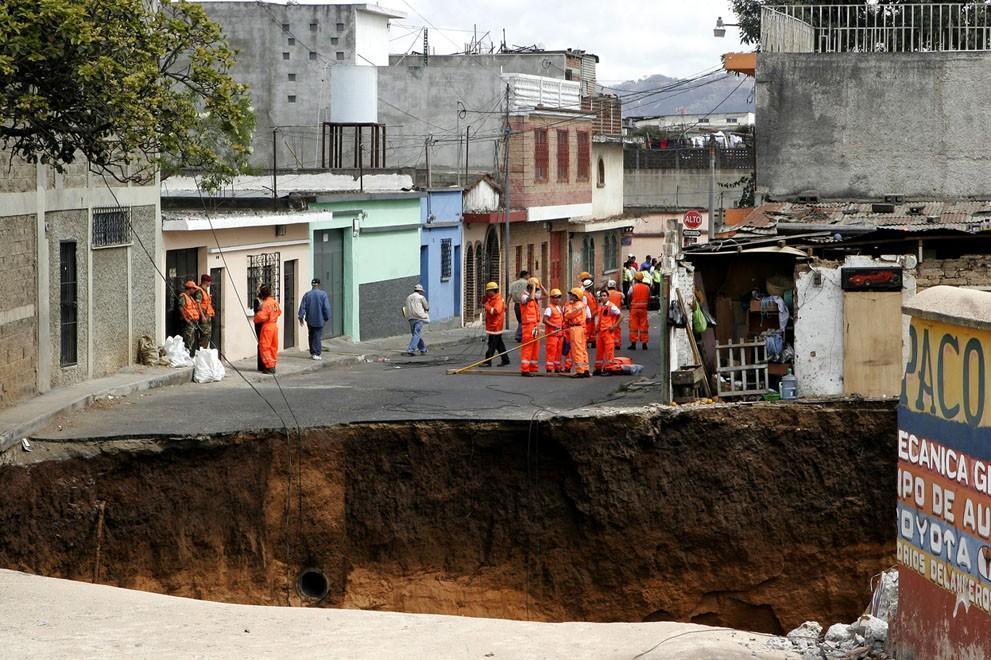 Sinkholes06 Карстовые воронки   когда земля разверзается