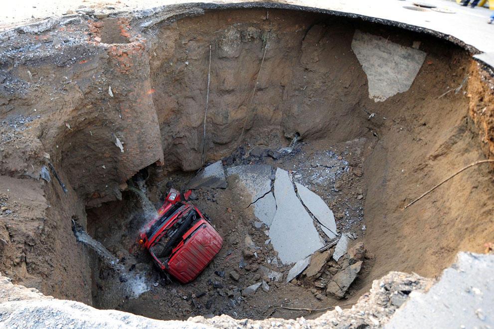 Sinkholes09 Карстовые воронки   когда земля разверзается