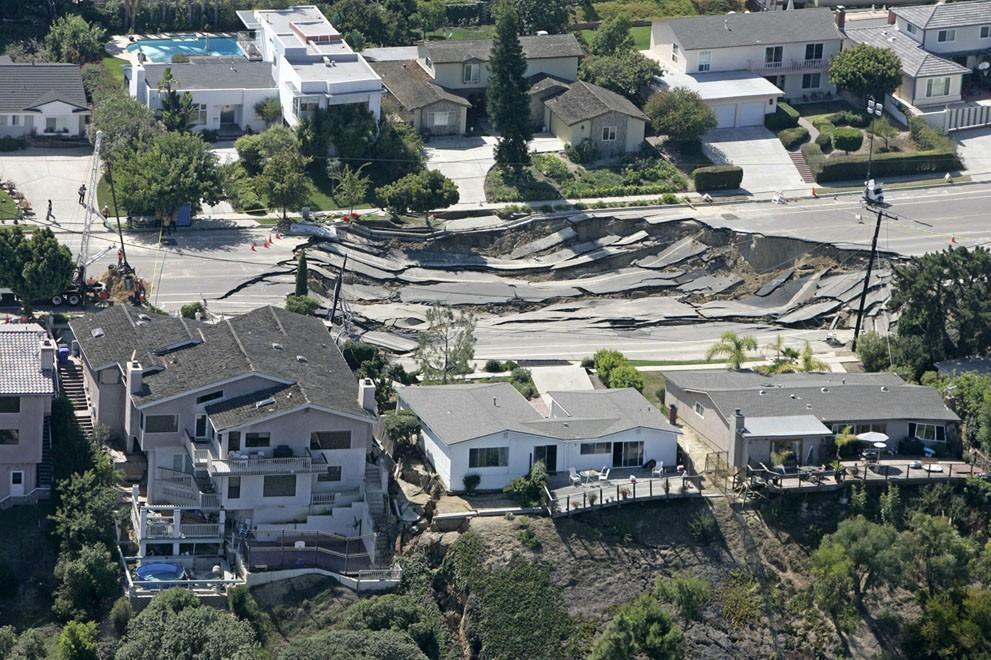 Sinkholes10 Карстовые воронки   когда земля разверзается