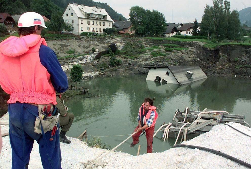 Sinkholes16 Карстовые воронки   когда земля разверзается