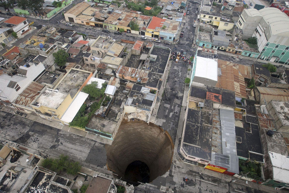 Sinkholes19 Карстовые воронки   когда земля разверзается