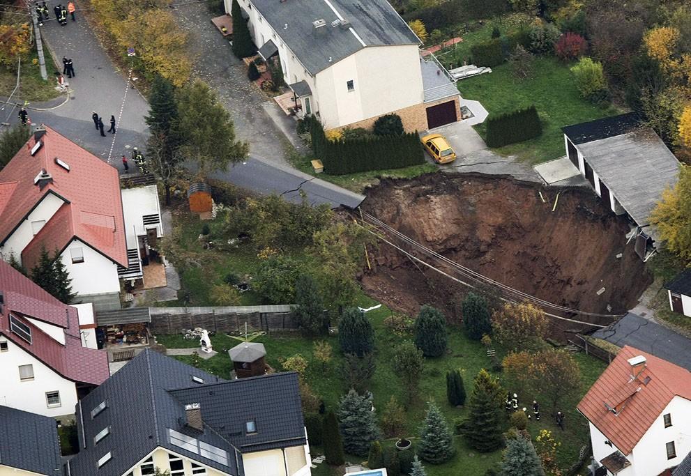 Sinkholes24 Карстовые воронки   когда земля разверзается