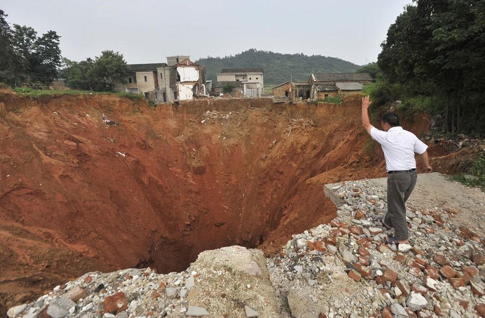 Sinkholes28 Карстовые воронки   когда земля разверзается