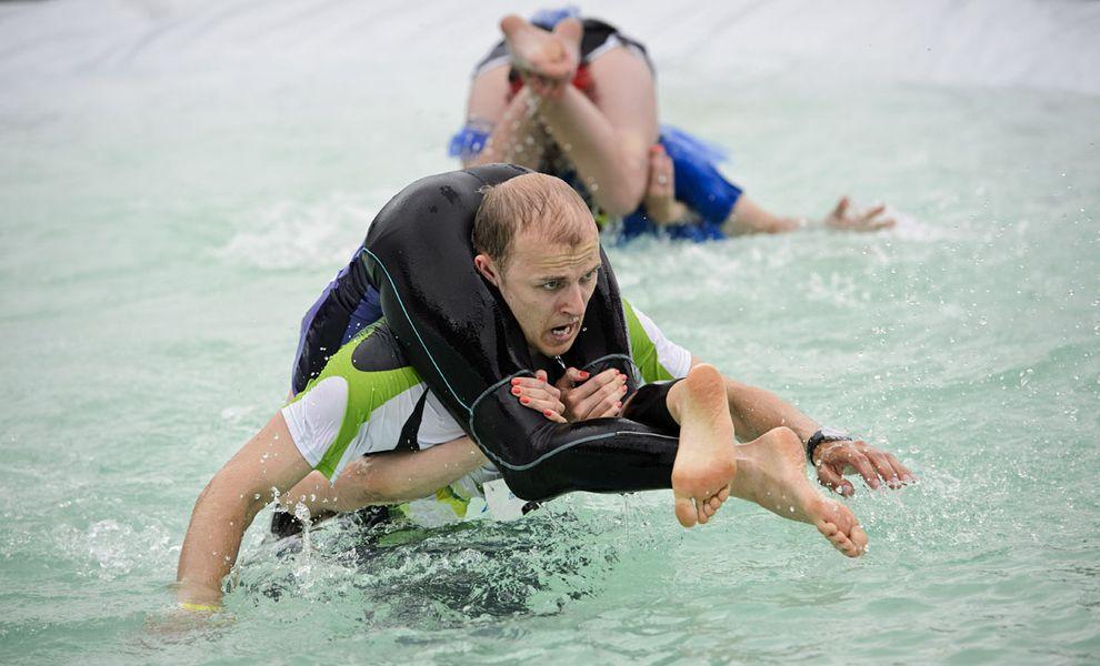 WifeCarrying02 Самое странное соревнование лета: чемпионат по переносу жен