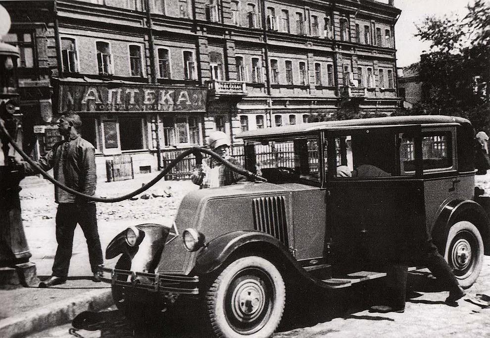 gasstation01 Бензоколонки в СССР   история в фотографиях