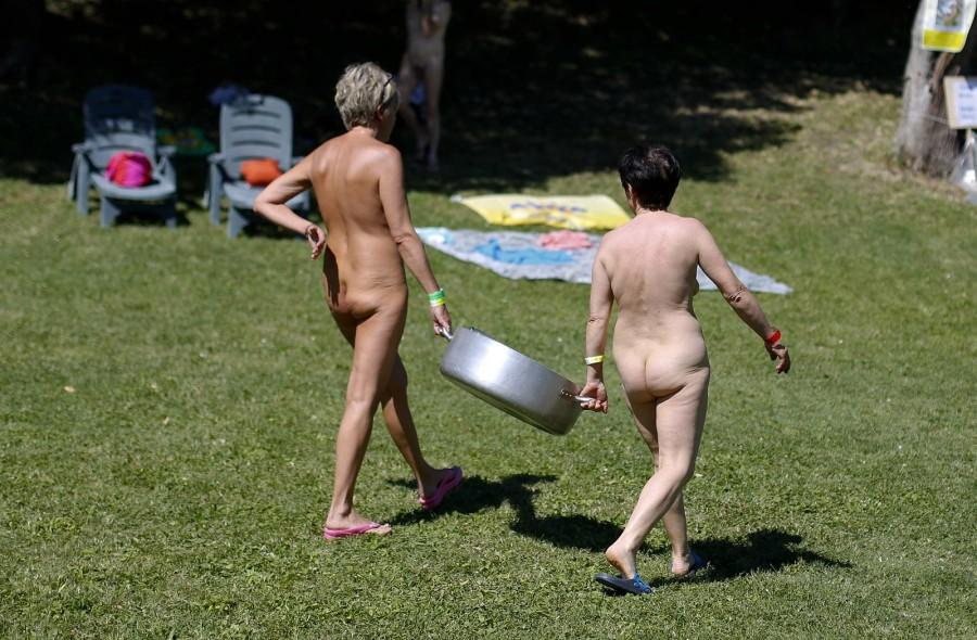 iNudisti17会议在意大利的裸体主义者