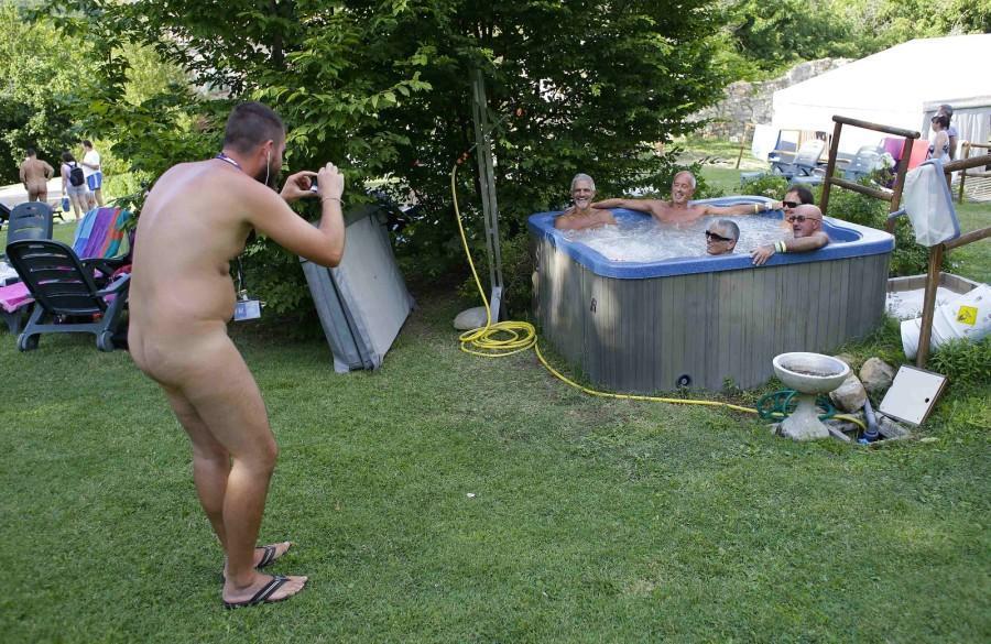 iNudisti20会议在意大利的裸体主义者