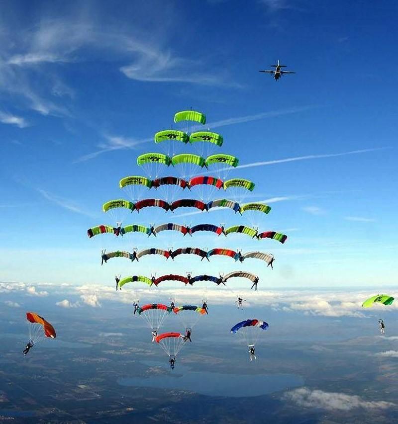 parachutes01 Самые впечатляющие фигуры парашютного спорта