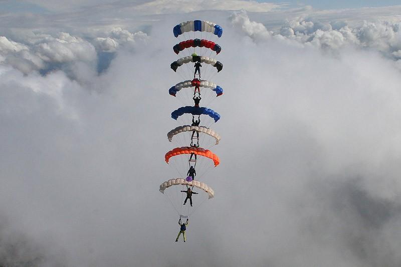 parachutes03 Самые впечатляющие фигуры парашютного спорта