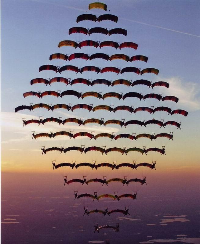 parachutes04 Самые впечатляющие фигуры парашютного спорта