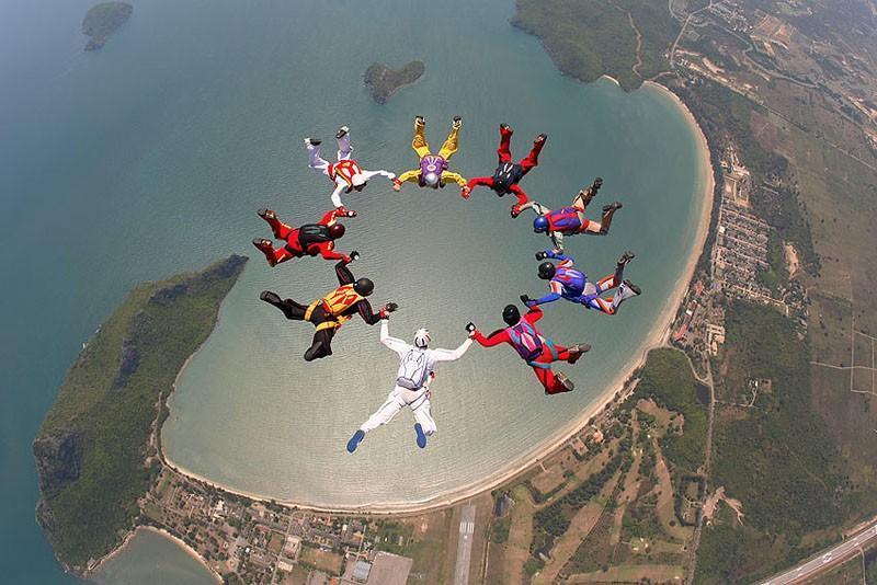 parachutes09 Самые впечатляющие фигуры парашютного спорта