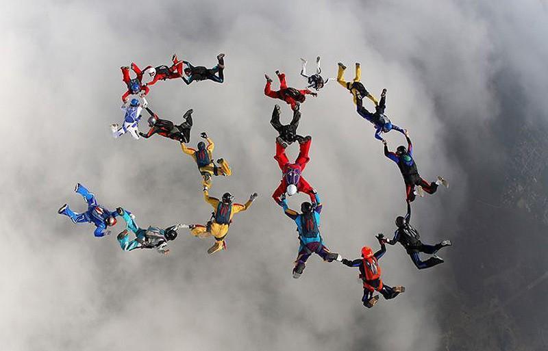 parachutes14 Самые впечатляющие фигуры парашютного спорта