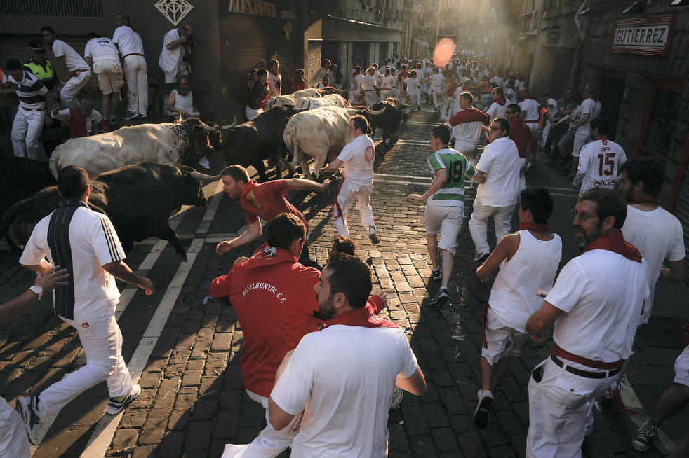 san fermin The running of the bulls is the main attraction in this famous celebration that turns pamplona into one non-stop fiesta the city of pamplona is world famous thanks to its san fermín fiestas.