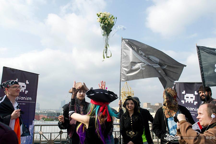 В Москве прошла свадьба последователей Макаронного монстра (4)