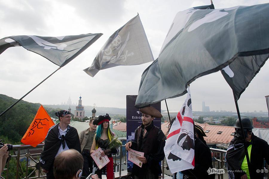 В Москве прошла свадьба последователей Макаронного монстра (7)