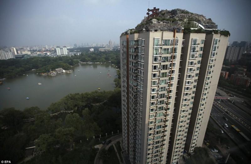 Горная вилла на крыше многоквартирного жилого дома