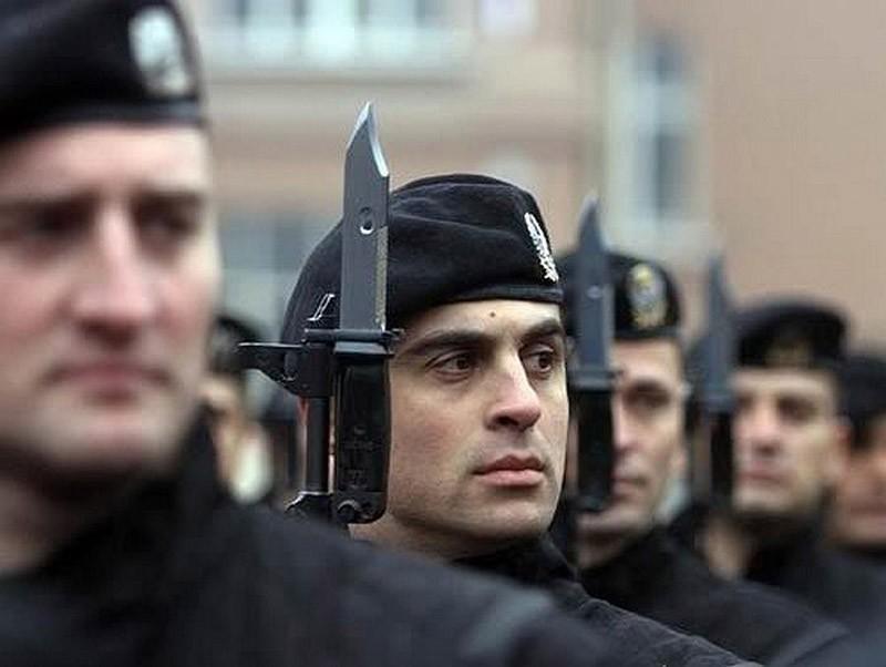 41 бойцы спецназа сербии носят черные
