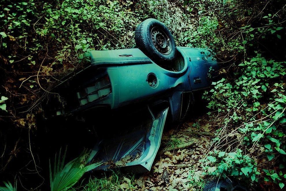 DeadMansCurve01 Раритетные автомобили на обрывах шоссе «Малхолланд Драйв»