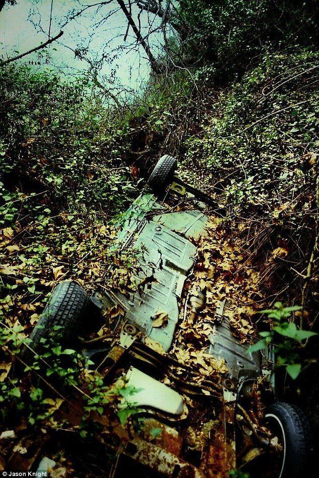 DeadMansCurve04 Раритетные автомобили на обрывах шоссе «Малхолланд Драйв»