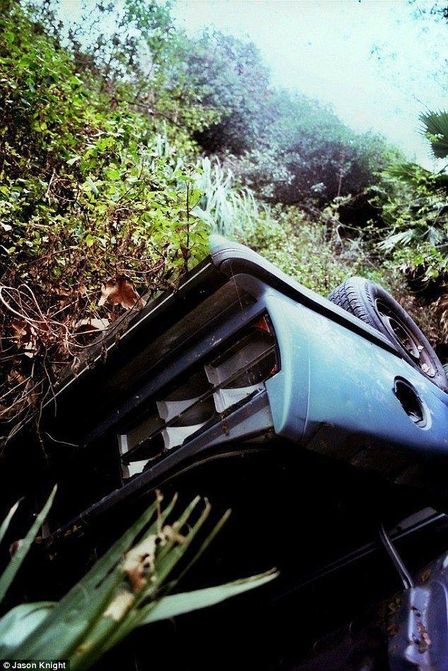 DeadMansCurve06 Раритетные автомобили на обрывах шоссе «Малхолланд Драйв»