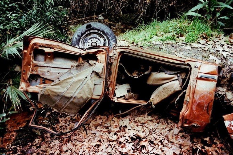 DeadMansCurve09 Раритетные автомобили на обрывах шоссе «Малхолланд Драйв»