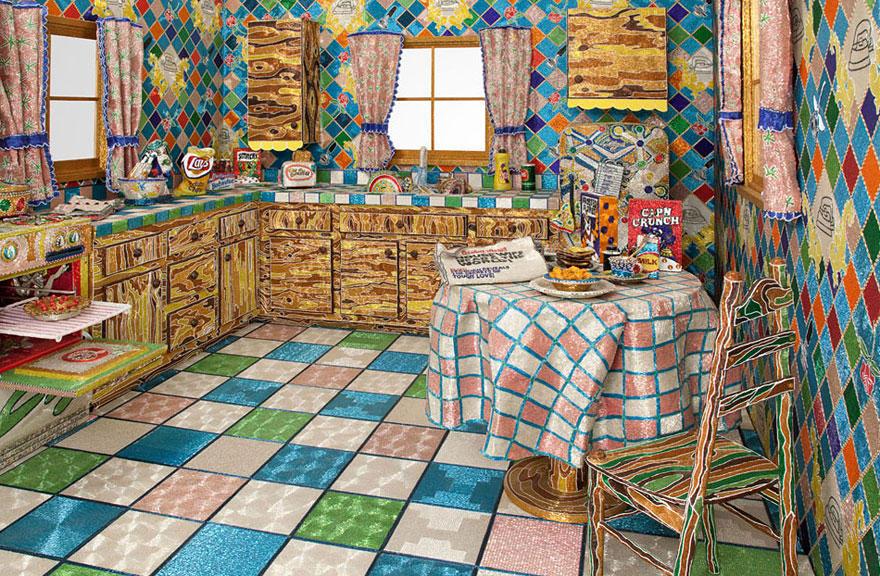 Американская художница Лиза Лу создала кухню своей мечты из бисера.  Родившись в неблагополучной семье...