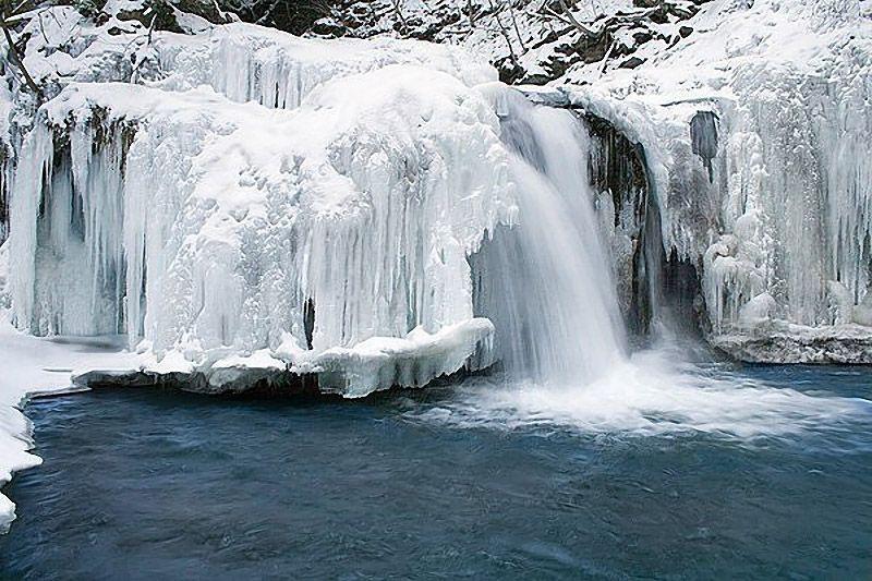 icefalls02 10 невероятных ледяных водопадов