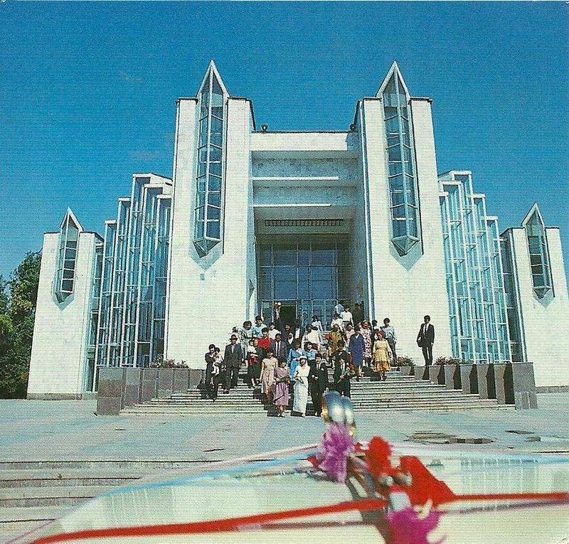 soviet02 Как выглядят футуристичные здания времен СССР