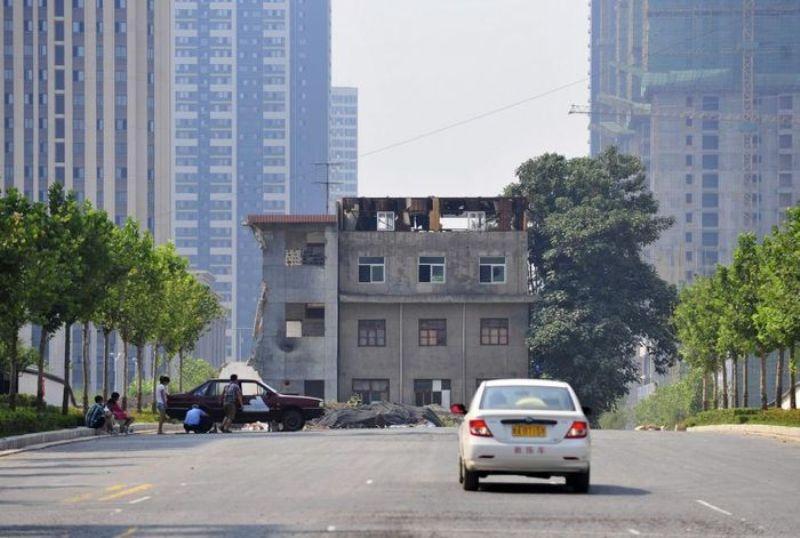 upryamiejitelitryoxetajki 1 Упрямые жители трехэтажки