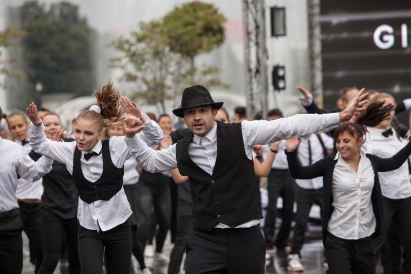Флэшмоб-танцы в Парке Горького