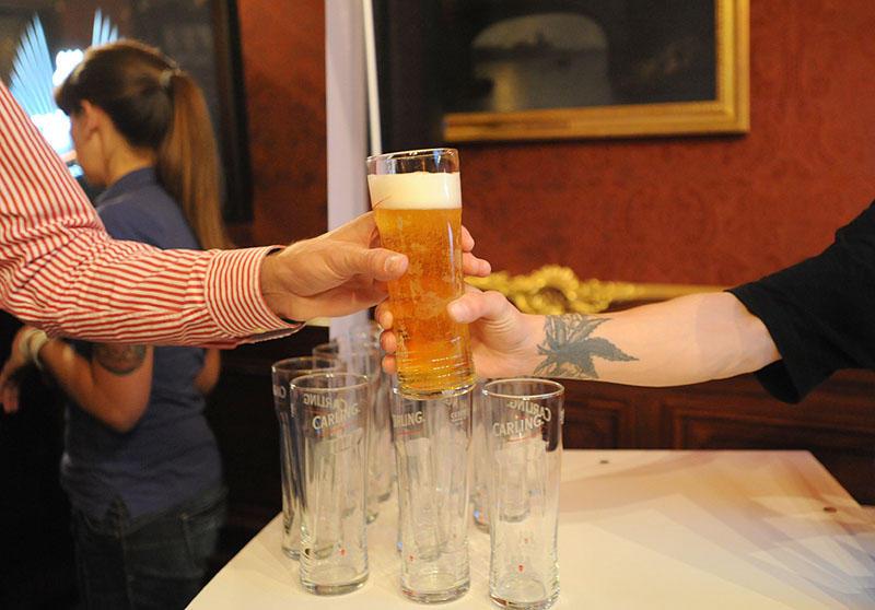 Самое популярное английское пиво теперь и в России!
