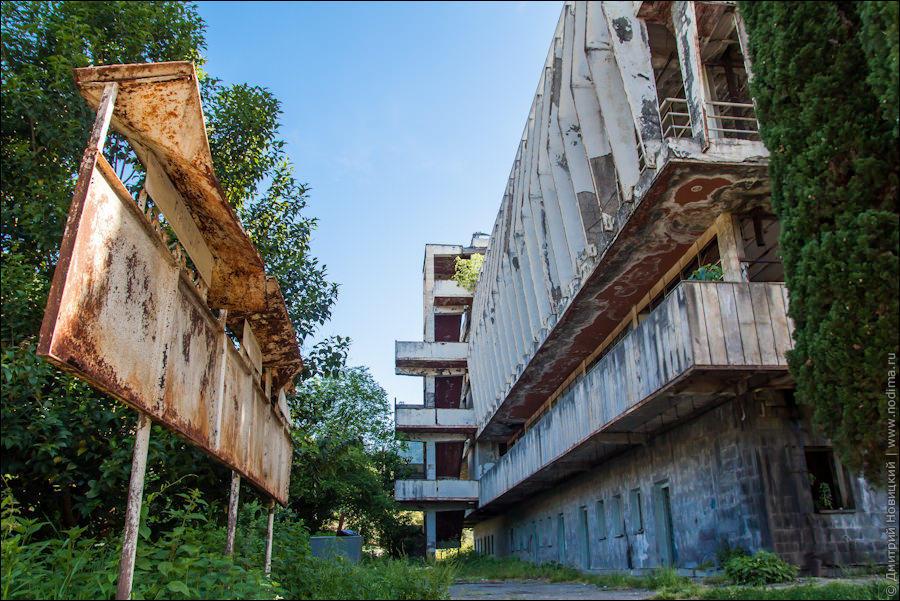 заброшенные здания в абхазии задачи такое