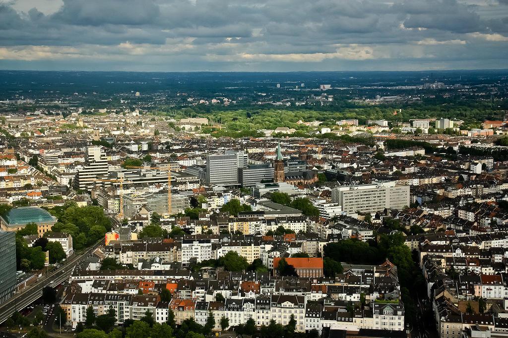 http://bigpicture.ru/wp-content/uploads/2013/09/Dusseldorf21.jpg