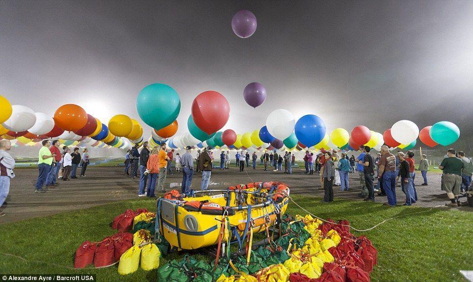 Trappe13 Американец пытался перелететь Атлантический океан на 375 воздушных шарах