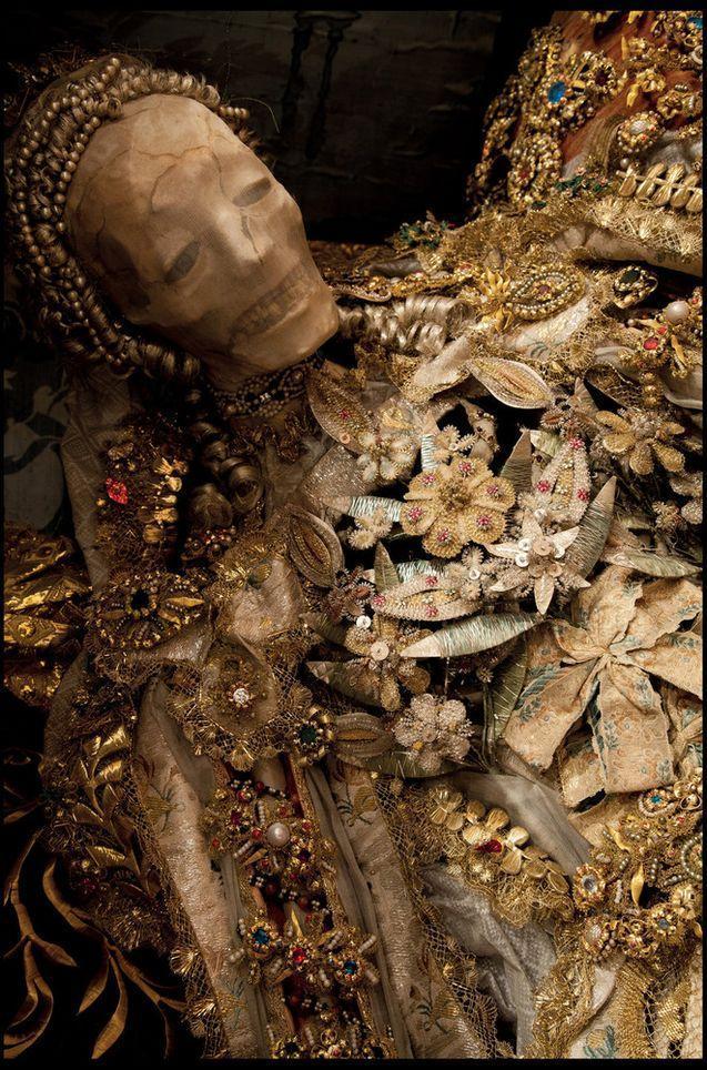 Империя смерти и драгоценностей
