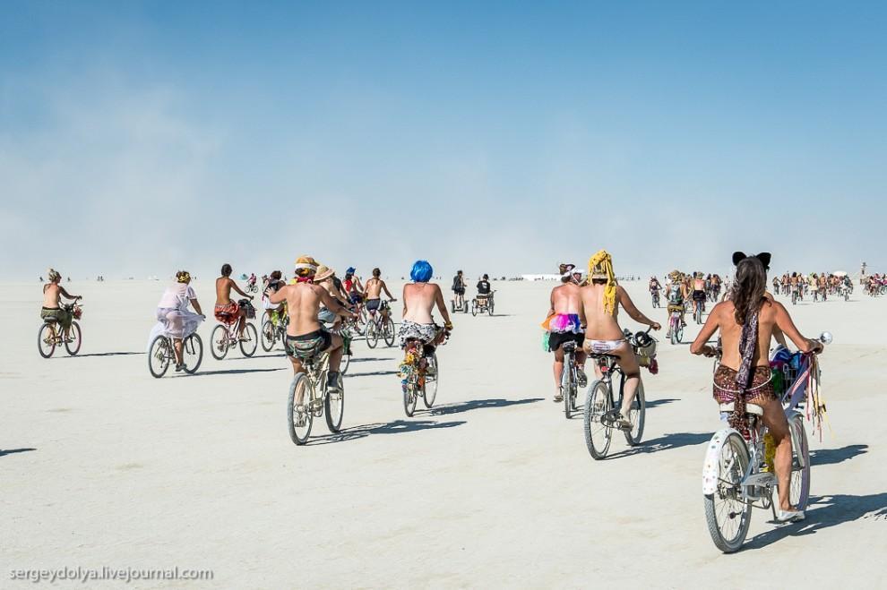 titsonburningman02 Burning Man 2013. 10 000 голых сисек в пустыне