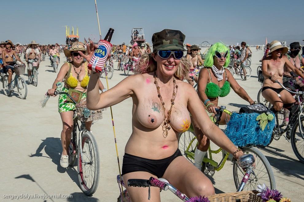 titsonburningman27 Burning Man 2013. 10 000 голых сисек в пустыне