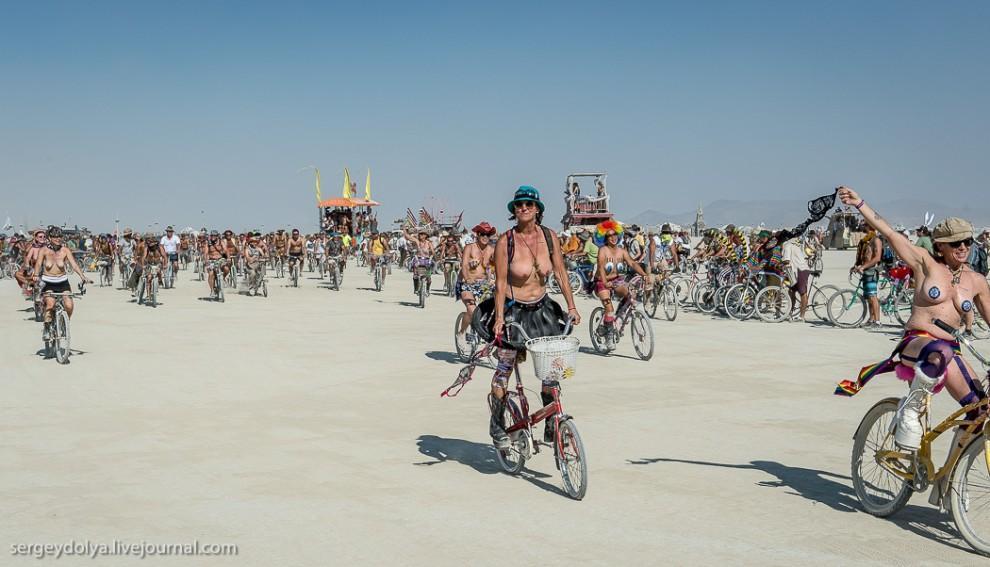 titsonburningman39 Burning Man 2013. 10 000 голых сисек в пустыне