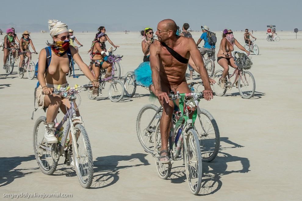 titsonburningman48 Burning Man 2013. 10 000 голых сисек в пустыне