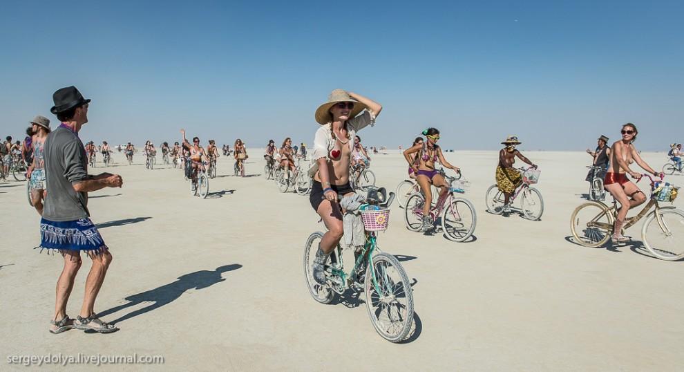 titsonburningman49 Burning Man 2013. 10 000 голых сисек в пустыне