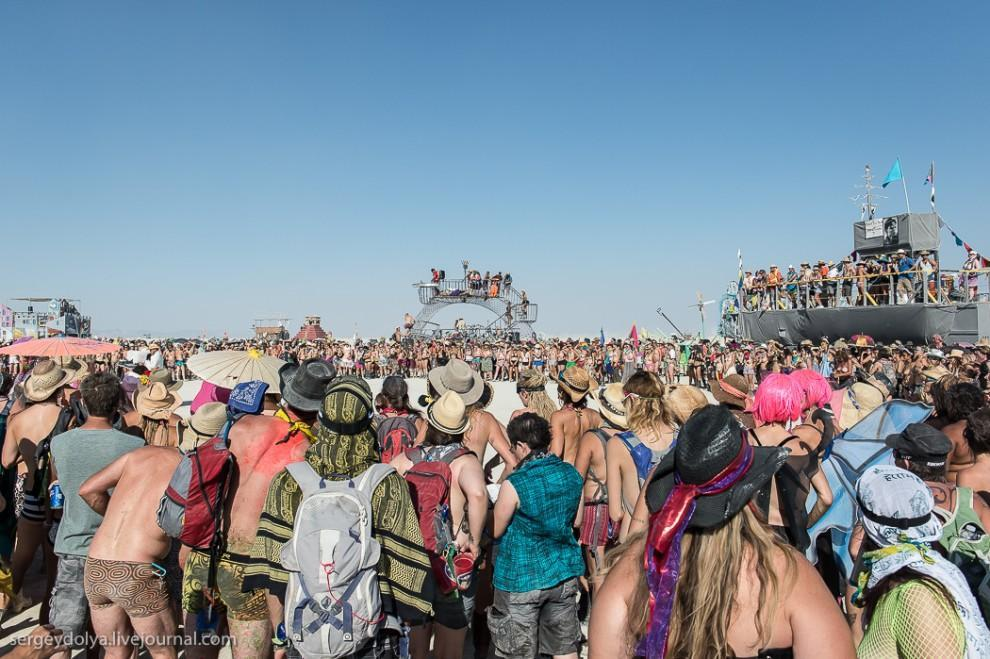 titsonburningman52 Burning Man 2013. 10 000 голых сисек в пустыне