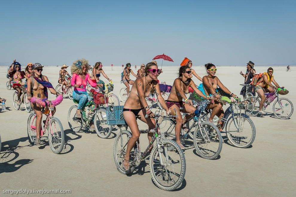 titsonburningman54 Burning Man 2013. 10 000 голых сисек в пустыне