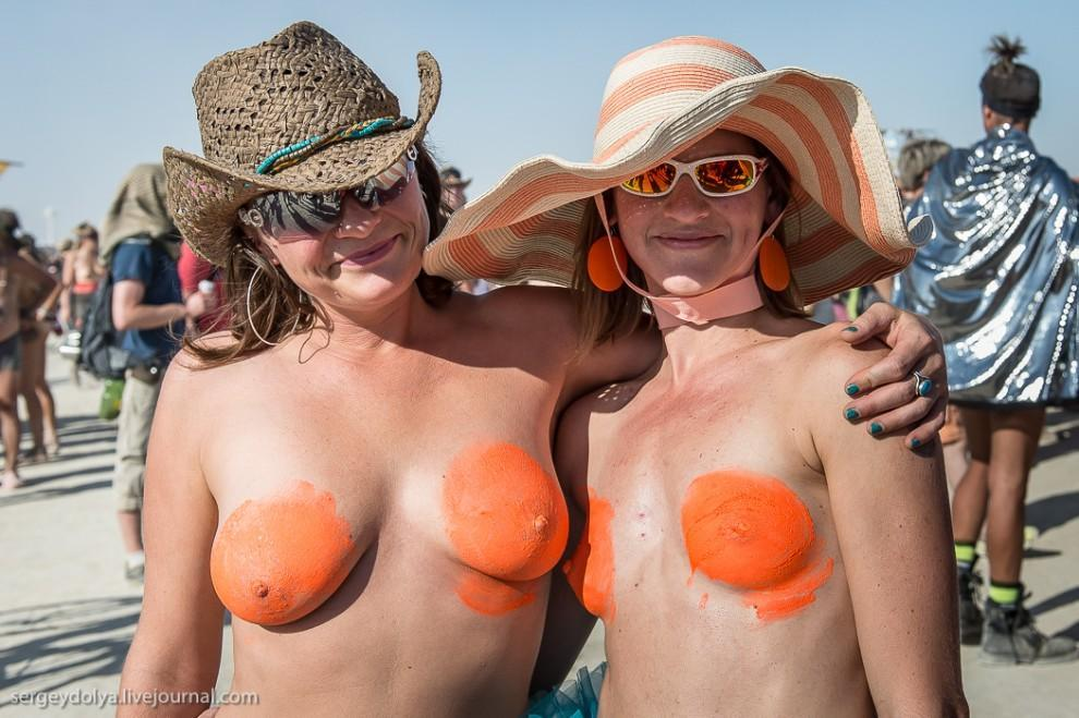titsonburningman59 Burning Man 2013. 10 000 голых сисек в пустыне