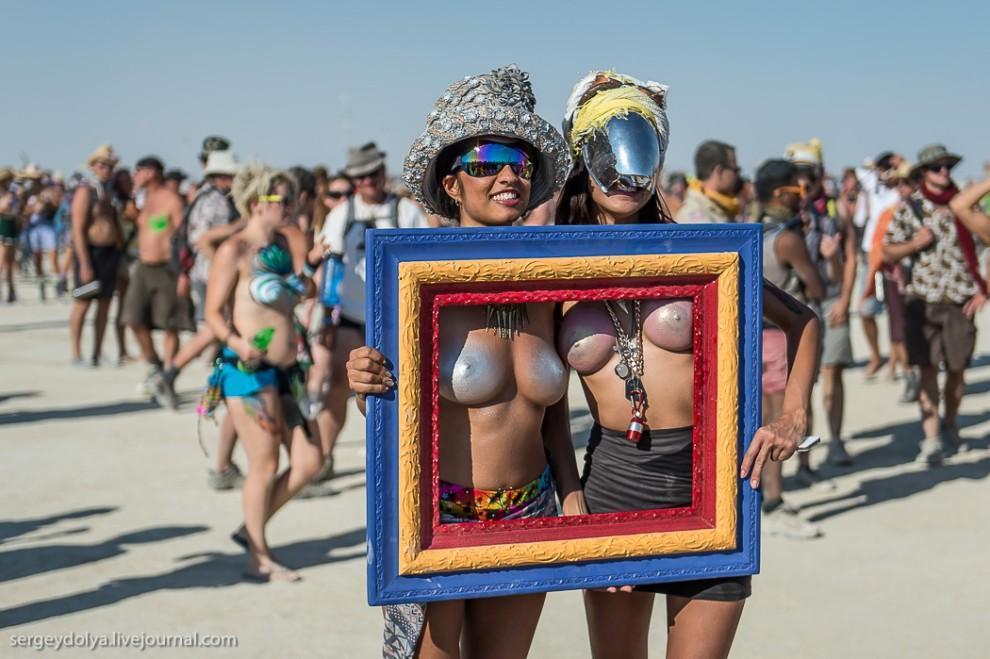 titsonburningman61 Burning Man 2013. 10 000 голых сисек в пустыне