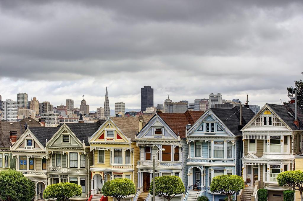 8227710541 a28e59b3a1 b1 Яркая достопримечательность Сан Франциско: викторианские дома Painted Ladies